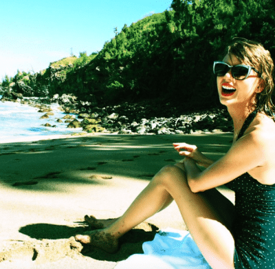 Taylor Swift enjoys a day by the ocean