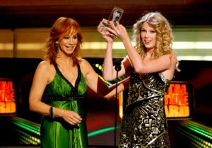 Taylor+Swift+Reba+McEntire+44th+Annual+Academy+mhk5krTofSNl