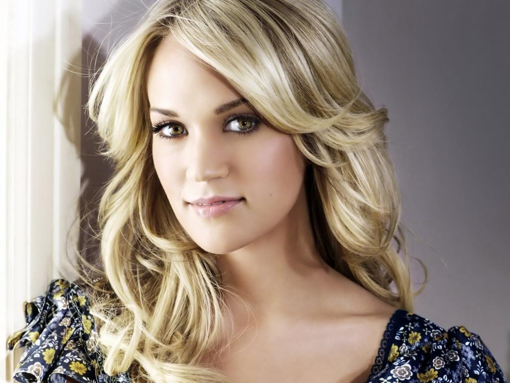 carrie underwood in flowery dress