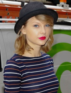 Taylor Swift in a hat