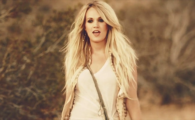 carrie-underwood-smokebreak
