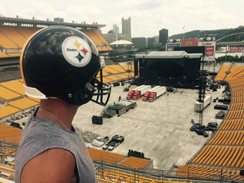 Kenny Chesney Steelers helmet