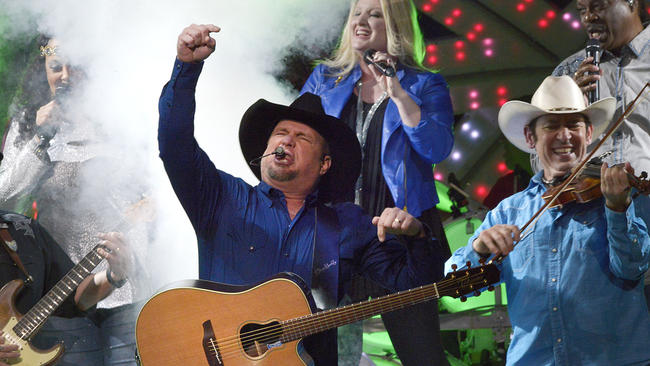sf-garth-brooks-bbt-center-sunrise-fans-pictures-20151231