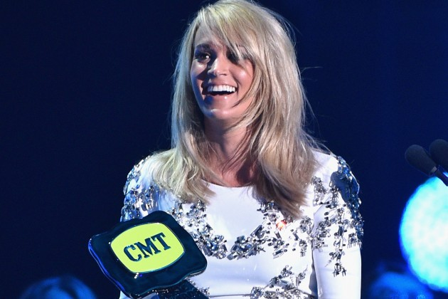 carrie-underwood-cmt-awards