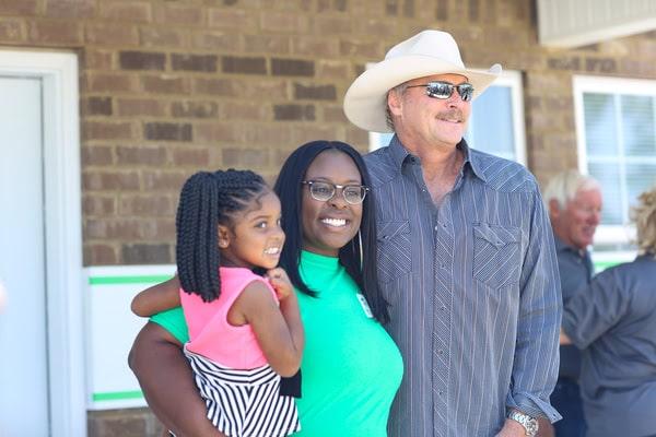Alan Jackson helps give away house
