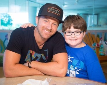 Kip Moore visits St. Jude Children's Research Hospital 2