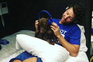 Brett Eldredge and Edgar get the beat