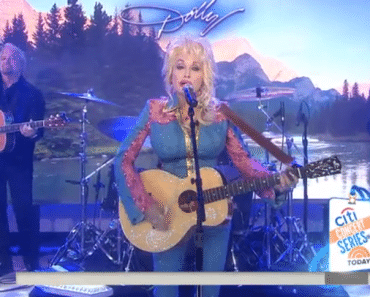Dolly Parton performs new song Pure & Simple on Today Show, August 24, 2016