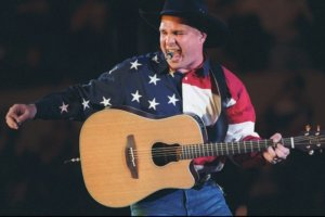 garth-brooks-041015-ba29db7cf6d7ea32