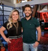 thomas-rhett-kelly-clarkson-the-voice